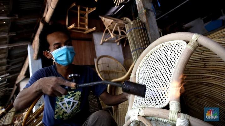 UMKM Pengrajin Rotan (CNBC Indonesia/Tri Susilo)