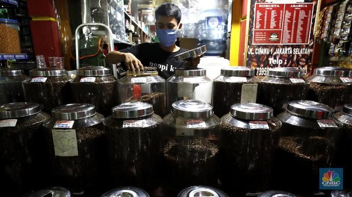 Pengusaha biji kopi (CNBC Indonesia/Tri Susilo)