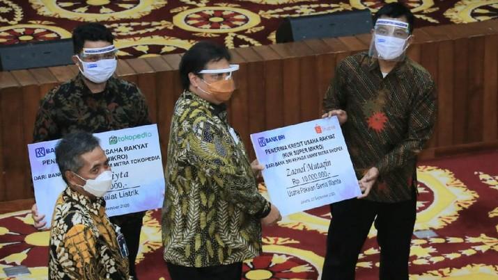 PT Bank Rakyat Indonesia (Persero) Tbk terus mengakselerasi penyaluran Kredit Usaha Rakat (KUR) secara digital melalui kerja sama dengan eksosistem platform e-commerce dan ride hailing, sebagai terobosan perusahaan dalam mendukung UMKM agar bertahan dan bangkit dari pandemi COVID-19. (Dok.BRI)