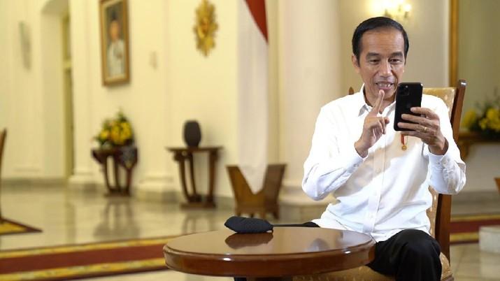 Saat Perawat Cerita ke Presiden Jokowi Pulang ke Rumah Sebulan Sekali. (Biro Pers Sekretariat Presiden)