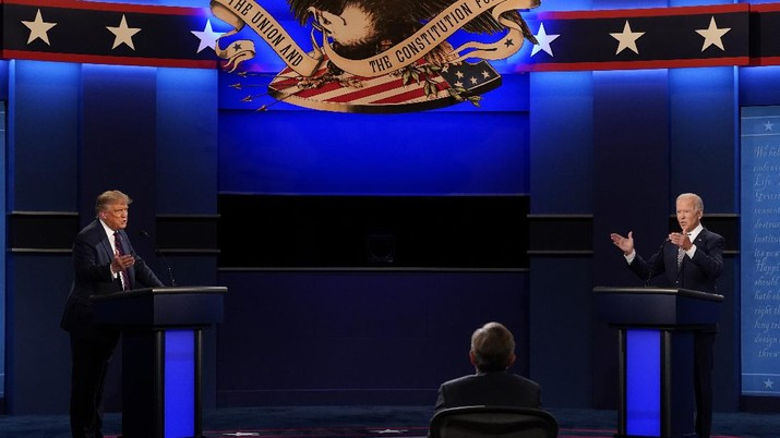 President Donald Trump and Democratic candidate former Vice President Joe Biden both speak during the first presidential debate Tuesday, Sept. 29, 2020, at Case Western University and Cleveland Clinic, in Cleveland, Ohio. (AP Photo/Patrick Semansky)