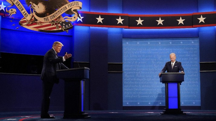 President Donald Trump and Democratic presidential candidate former Vice President Joe Biden during the first presidential debate Tuesday, Sept. 29, 2020, at Case Western University and Cleveland Clinic, in Cleveland, Ohio. (AP Photo/Julio Cortez)