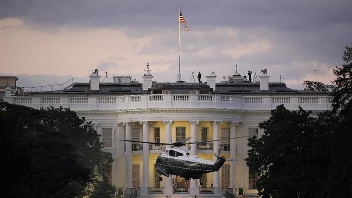 Presiden Amerika Serikat (AS) Donald Trump tidak memakai masker saat berada di Gedung Putih. (AP/J. Scott Applewhite)