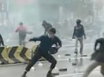 Demo Memanas, Kerusuhan Pecah di Sekitar Istana Negara