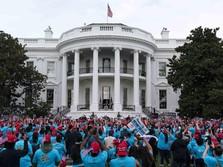 Trump Klaim Kebal Corona, Kampanye Massa di Gedung Putih