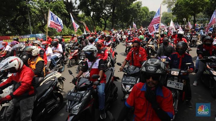 Demo Buruh Tolak Omnibus Law (CNBC Indonesia/ Andrean Kristianto)