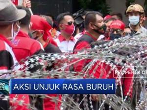 Ratusan Buruh Melakukan Aksi Unjuk Rasa Tolak UU Ciptaker