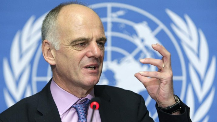United Nations Coordinator for Avian and Human Influenza, David Nabarro from Great Britain, gestures during a press briefing on an update on the bird flu situation, at the United Nations building in Geneva, Switzerland, Wednesday, Oct. 24, 2007. (AP Photo/KEYSTONE/Laurent Gillieron)
