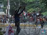 Makin Panas! Polisi Pukul Mundur Massa ke Jalan Abdul Muis