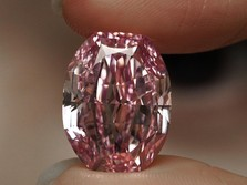 Rekor! Berlian Merah Muda dari Rusia Terjual Rp 372 M!