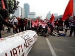 Alert! Siang Ini Massa Buruh Demo DPR Tolak UU Cipta Kerja