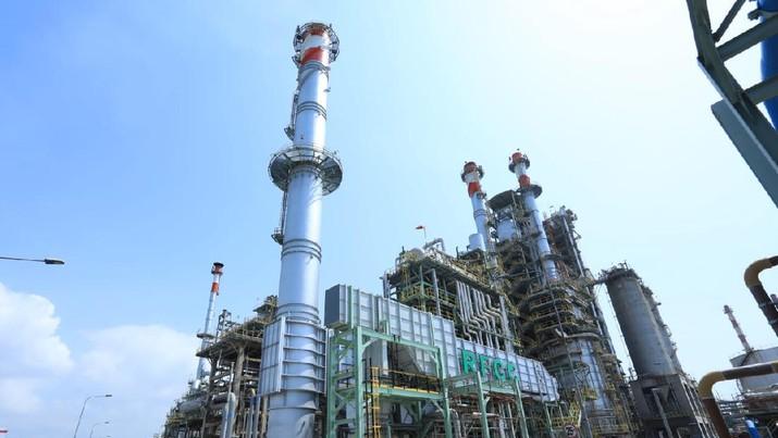 Produksi BBM jenis Pertamax di kilang Residual Fluid Catalytic Cracking (RFCC) Refinery Unit (RU) IV Cilacap setiap tahun terus mengalami peningkatan. (Dok.Pertamina)