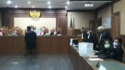 Intip Tebalnya Berkas Tuntutan Jaksa ke Bentjok-Heru Hidayat