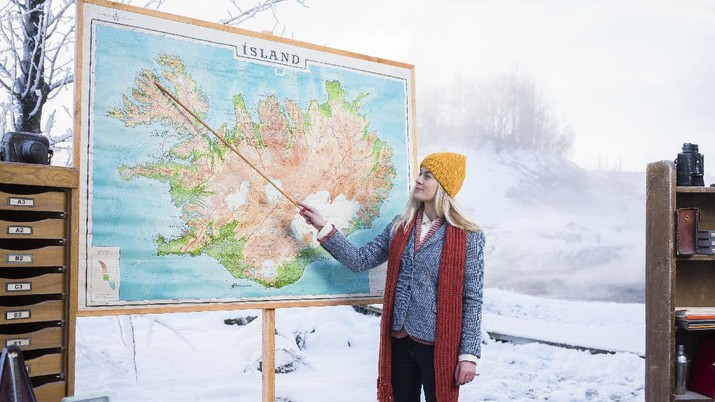 IMAGE DISTRIBUTED FOR INSPIRED BY ICELAND - In this image released on Thursday, Feb. 25, 2016, Stína Bang, certified tour guide and Head of 'Iceland Academy', points out the seven regions of Iceland as part of a new tourism campaign from Inspired By Iceland, 'Iceland Academy'. The tourism campaign is aimed at ensuring a happy and meaningful experience for tourists, whilst raising awareness about how to travel in a safe and responsible way. Press release and media available to download at www.apassignments.com/multimedia-newsroom. (Inspired by Iceland via AP Images)