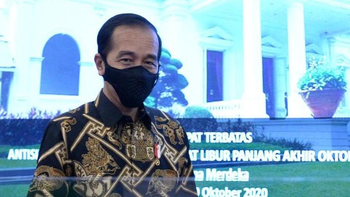 Presiden Joko Widodo dalam Rapat Terbatas Antisipasi Penyebaran Covid-19 Saat Libur Panjang Akhir Oktober Tahun 2020. (Biro Pers Sekretariat Presiden/Kris)
