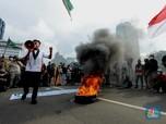Lagi, Mahasiswa Kembali Bakar Ban Saat Demo Tolak Omnibus Law
