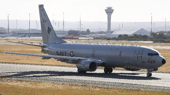 A U.S Navy P-8 Poseidon prepares to takes off from Perth International Airport en route to rejoin the ongoing search operations for missing Malaysia Airlines Flight 370, in Perth, Australia, Friday, April 18, 2014. Investigators were analyzing data collected by a robotic submarine that completed its first successful scan of the seabed Thursday in the hunt for the missing Malaysian plane, but say tests have ruled out that a nearby oil slick came from the aircraft. (AP Photo/Theron Kirkman)