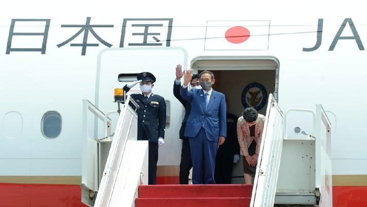 Keberangkatan PM Jepang Yoshihide dan Ibu Mariko Suga menuju Jepang di Bandara Internasional Soekarno-Hatta, Tangerang  pada Rabu, 21 Oktober 2020 (Biro Pers Sekretariat Presiden/Kris)
