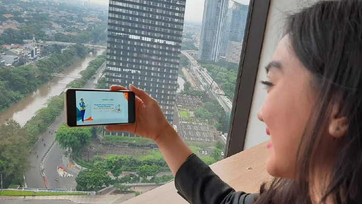 Pengusaha milenial sedang menyaksikan Acara Pengundian program Rekening Premium Tokopedia di Jakarta pada Rabu, 21 Oktober 2020. BNI mengadakan program promo bagi para seller Tokopedia yang memilih BNI Taplus Bisnis sebagai rekening pencairan hasil penjualannya dengan total hadiah mencapai Rp 1,4 miliar.
