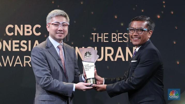 CFO AXA Mandiri Financial Services, Cecil Mundisugih dalam acara CNBC Indonesia Award. (CNBC Indoensia/Tri Susilo)