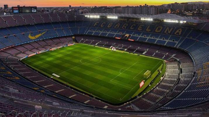 Camp Nou akan diperbesar kapasitasnya hingga mencapai 100 ribu kursi. AP/