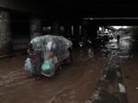 Gegara Hujan Deras, Kolong Tol JORR di Bekasi Barat Banjir