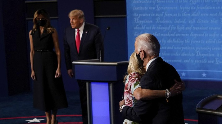 Democratic presidential candidate former Vice President Joe Biden hugs his wife Jill Biden as President Donald Trump stands first lady Melania Trump after the second and final presidential debate Thursday, Oct. 22, 2020, at Belmont University in Nashville, Tenn. (AP Photo/Morry Gash, Pool)