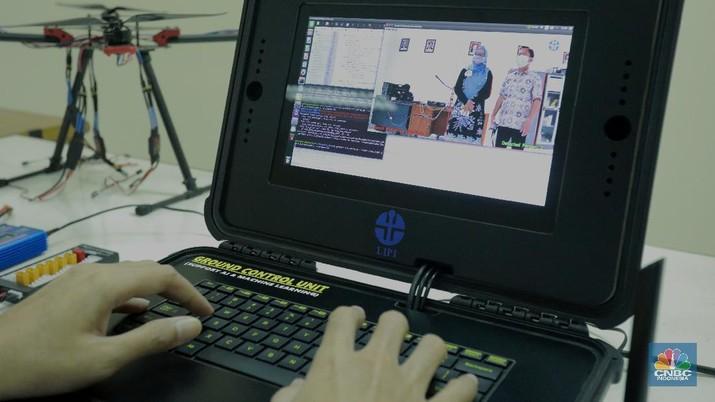 LIPI Ciptakan Drone Untuk physical distancing (CNBC Indonesia/Tri Susilo)