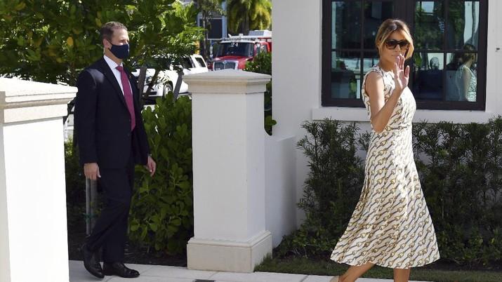 First lady Melania Trump arrives to vote at the Morton and Barbara Mandel Recreation Center, Tuesday, Nov. 3, 2020, in Palm Beach, Fla. (AP Photo/Jim Rassol)