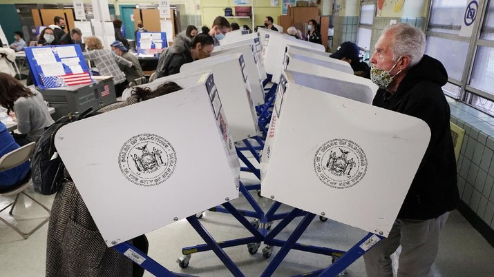 Voters at P.S. 87, on New York's Upper West Side, observe social distancing as they mark their ballots on Election Day, Tuesday, Nov. 3, 2020. (AP Photo/Richard Drew)