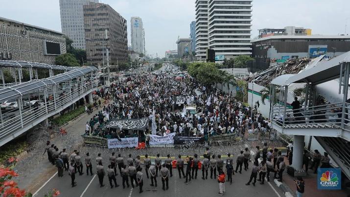 Unjuk Rasa Mengecam Presiden Prancis. (CNBC Indonesia/Tri Susilo)