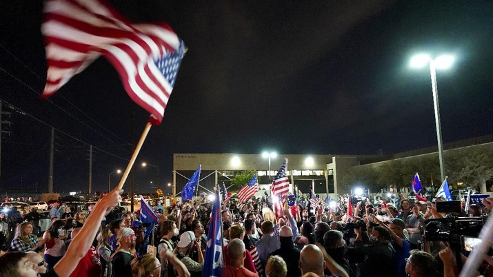 Pro Trump supporters rally outside the Maricopa County Recorders Office, Thursday, Nov. 5, 2020, in Phoenix. (AP Photo/Matt York)