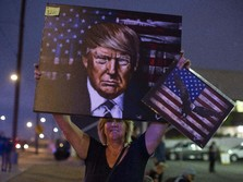Kacau! Pendukung Donald Trump Demo Bawa Senjata
