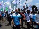 Begini Penampakan Buruh Geruduk Gedung DPR Tolak Omnibus Law