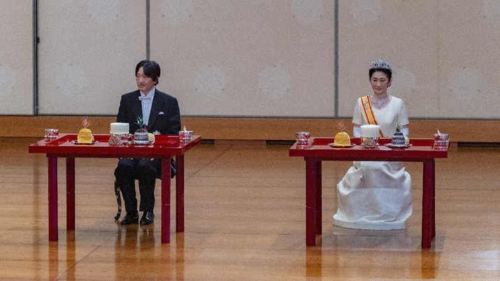 In this photo provided by the Imperial Household Agency of Japan, Japan's Crown Prince Akishino and his wife Crown Princess Kiko attend a ceremony after Akishino was formally proclaimed the first in line to the Chrysanthemum Throne, at the Imperial Palace in Tokyo, Sunday, Nov. 8, 2020. Akishisho, Emperor Naruhito's younger brother, was formally sworn in as first in line to the Chrysanthemum Throne in a traditional palace ritual that has been postponed for seven month and scaled down due to the coronavirus pandemic. (Imperial Household Agency of Japan via AP)