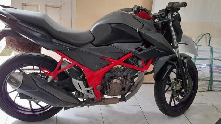 KEJARI TAREMPA - 1 (satu) Unit Sepeda Motor Merk Honda CB150R Berwarna Hitam (Dok. Lelang.go.id)