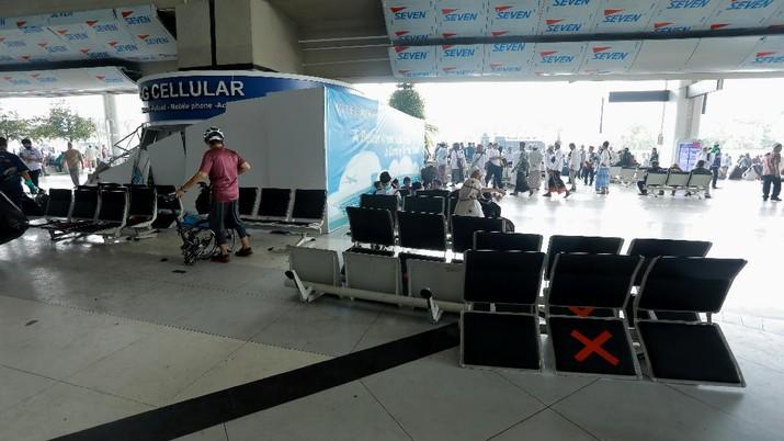 Kerusakan Terminal 3 Saat Penjemputan Rizieq Shihab di Terimal 3, Bandara Soekarno Hatta,Tangerang, Banten, Selasa (10/11/2020).  (CNBC Indonesia/ Tri Susilo)