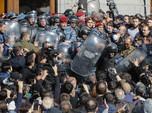 Menyemut! Ribuan Warga Armenia Gempur Kantor Perdana Menteri