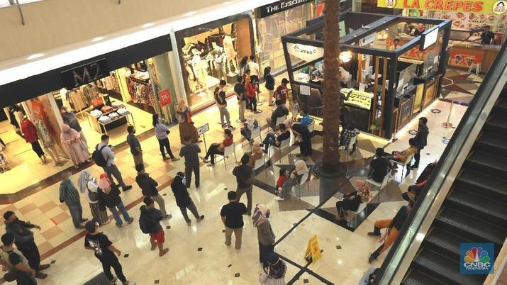 Pelayanan pembelian emas ANTAM secara Offline di mall  (CNBC Indonesia/ Tri Susilo)