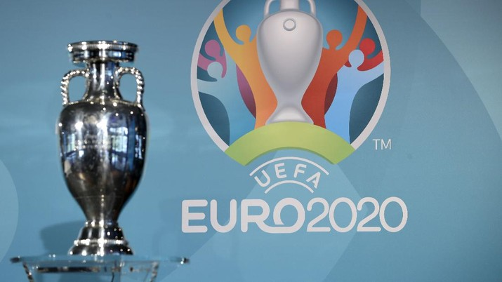 The Euro 2020 logo is pictured behind the trophy during the presentation of Munich's logo as one of the host cities of the Euro 2020 European soccer championships in Munich, Germany, Thursday, Oct. 27, 2016. (AP Photo/Matthias Schrader)