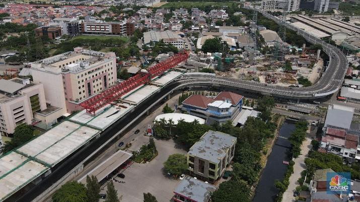 Foto udara aerial proyek jalan tol dalam kota Kelapa Gading-Pulo Gebang, Senin (16/11/2020). (CNBC Indonesia/Andrean Kristianto)