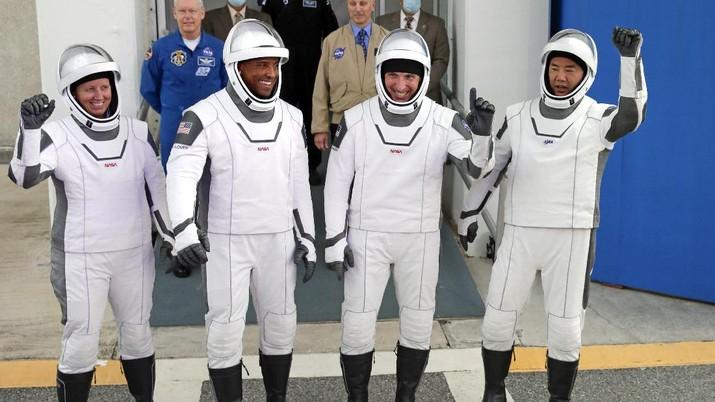 SpaceX Luncurkan 4 Astronot ke Stasiun Luar Angkasa. (AP/John Raoux)
