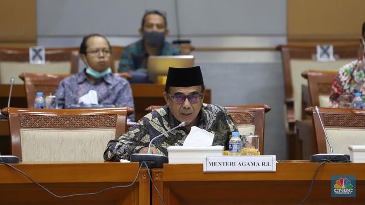 Rapat Kerja Menteri Agama Fachrul Razi membahas penyelenggaraan Ibadah dan Umrah di era pandemi Covid 19 dan Evaluasi penyelenggaraan pendidikan Islam di era Pandemi Covid 19 di Komisi VIII DPR RI, Jakarta, Rabu (18/11/2020). (CNBC Indonesia/Muhammad Sabki)