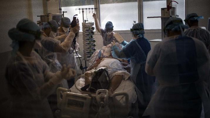 Gelombang kedua virus corona di Prancis menjadi mimpi buruk bagi tim medis. Lonjakan kasus baru Covid-19 di Prancis terus terjadi sejak September lalu. (AP/Daniel Cole)