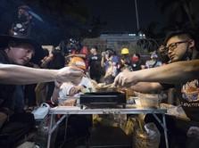 Santuy! Demonstran Thailand Protes Sambil Pesta Barbeque