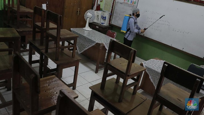 Persiapan Sekolah Tatap Muka (CNBC Indonesia/Muhammad Sabki)