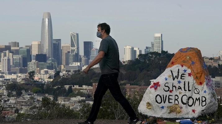 Ilustrasi situasi pandemi Corona di AS. (AP/Jeff Chiu)