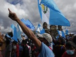 Desak Presiden Mundur, Massa Bakar Gedung Kongres Guatemala