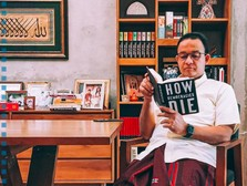 Anies Baca Buku 'How Democracies Die', Netizen: Kode Keras!