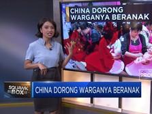 China Dorong Warganya Beranak
